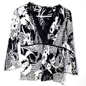 💙 3/$20 Black & White Floral Ribbed Blouse